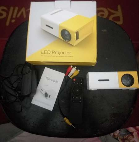 Mini Projector Port Harcourt - image 3