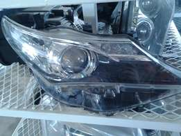 Toyota Auris headlight good condition