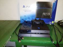 PS4 - 1TB hard drive, 8 games. URGENT SALE!! SLIGHTLY NEGOTIABLE!!
