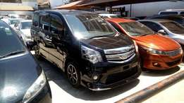 Toyota Noah Valmatic with double sunroof