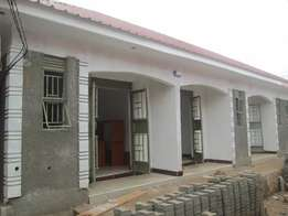 Smart new self contained singles at 200000 in Kirinya-Bweyogerere.