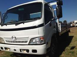 Toyota Dyna 4 tonner dropside on clearence special now