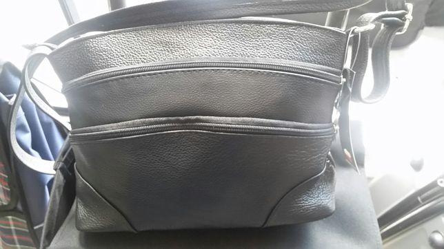 Nowa torebka damska ze skóry, czarna z długim paskiem