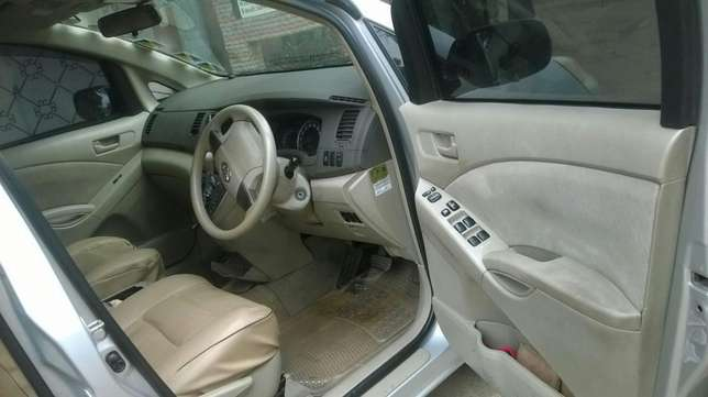 Toyota ISIS vvti 1800cc,very good condition South C - image 4