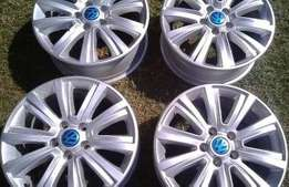 4 x Amarok 18 inch mags with central cab. All 4 mag without tyres R600