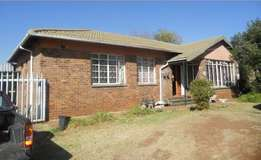 Spacious House in Selection Park;Springs