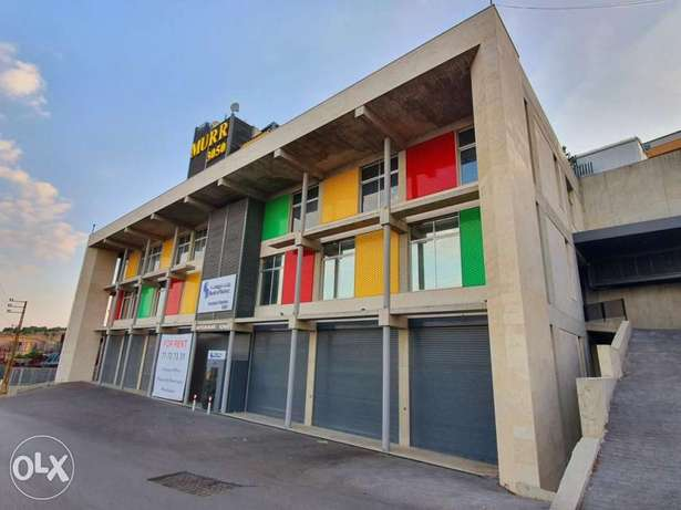 Showroom - Shop for Rent in Roumieh