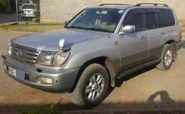 Toyota Landcruiser V8 7seater, Roof Carrier, 4wd,Immaculately Cln 3.3m