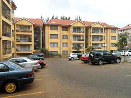 Apt 3bd all ensuite dsq pool Borehole to let in kilimani Juction area