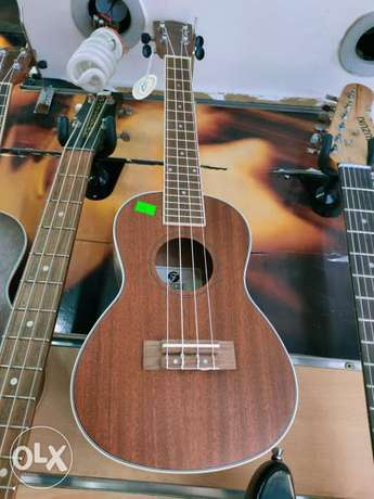 Ukulele good quality plus bag
