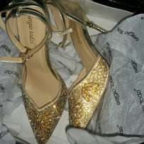 Sequenced gold heel