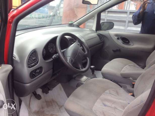 very clean first body Volkswagen sharan full option with A/C chilling Apapa - image 5