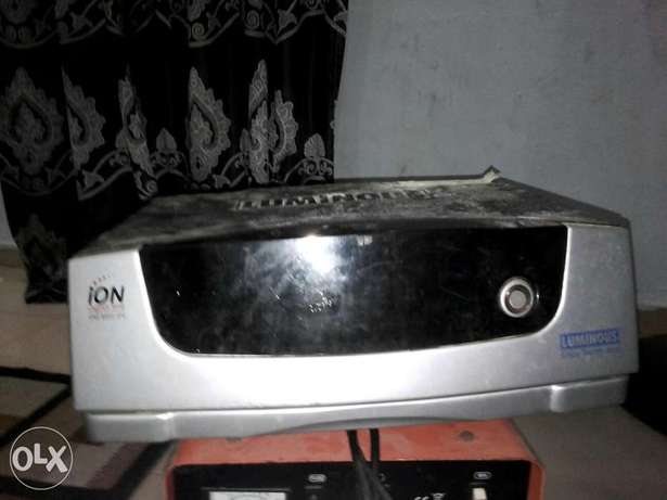 Inverter. Plus charger in give away price Lagos Mainland - image 3