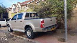 toyota hilux 4*4 deluxe ( local made)