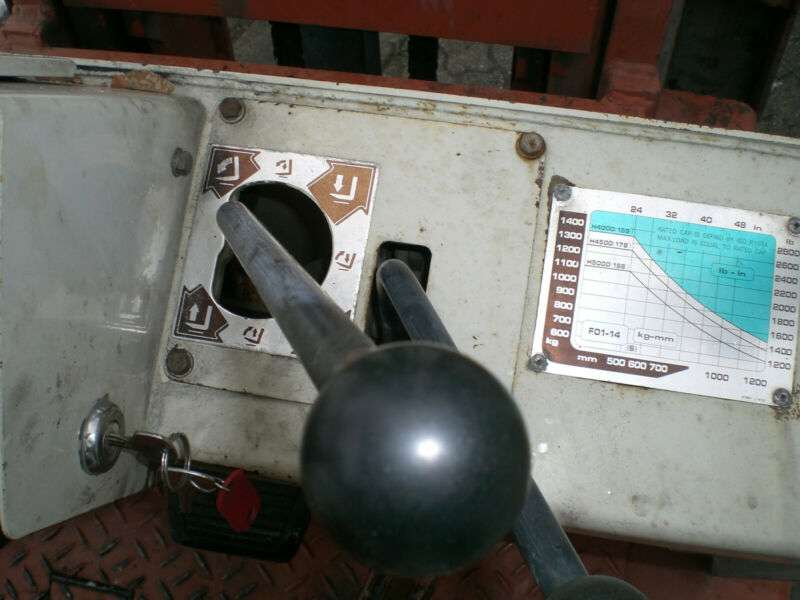 Nissan Datsun () F01 A14U Gasstapler - image 9