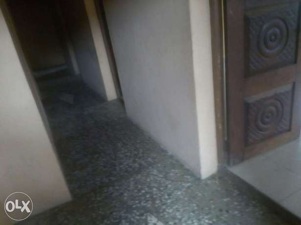 Executive 3bed at Pedro 3 flats in compound 2t 2b - 700k Lagos Mainland - image 3