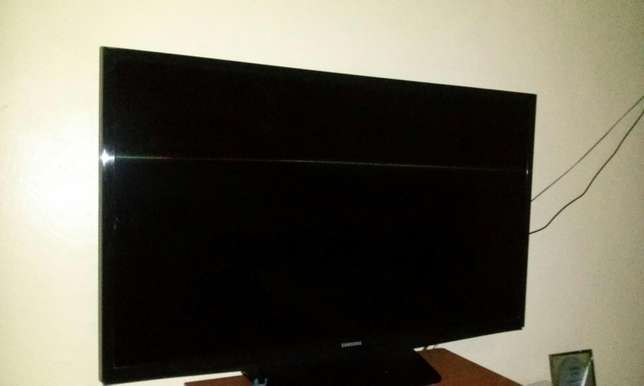 "Samsung LED 32"" TV set Umoja - image 3"