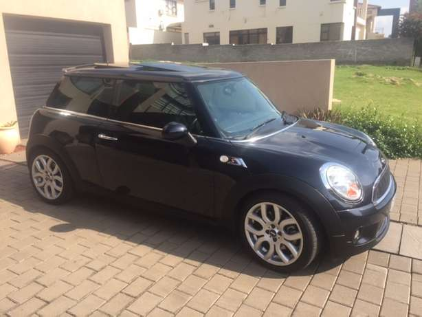 2008 Mini Cooper S 76000km Manual Pan Roof reduced price Sandton - image 1