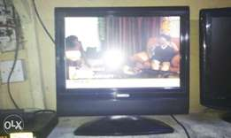 19inchis bush lcd with inbuilt DVD working perfect