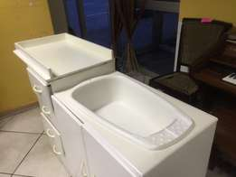 Baby Compactum with a Built-in Bath