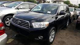 Super clean 2009 Toyota Highlander Jeep negotiable