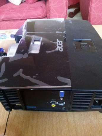 Lcd Projector Embu Town - image 2