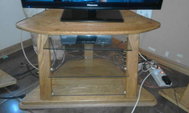 TV Stand with 2 speaker stands for sale Risiville - image 1