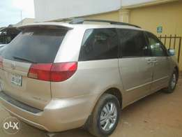 Toyota sienna 2004 model for quick sale