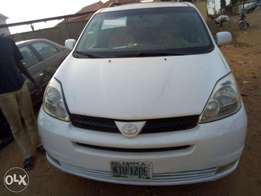 Super Clean Naija Used Toyota Sienna 2004 Model