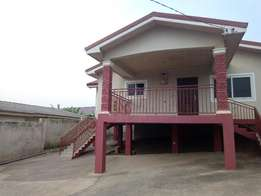 executive 3bedrooms self compound 850gh per month for rent