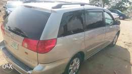 Toyota sienna 2007 model clean in and out
