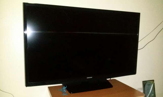 "Samsung LED 32"" TV set Umoja - image 4"