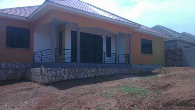 3 bedroom banglow seated on 12 decimals in najjeera Buwaate at 190m Kampala - image 1