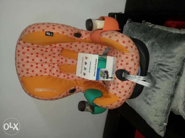 Brand new maxi cosi cup holder fits with any car seat ماسك كباية