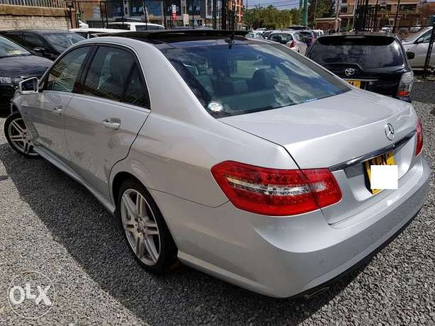 Mercedes E250, Sunroof, Full Leather, Triptronic, etc Nairobi CBD - image 2