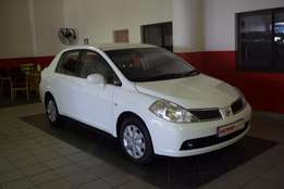 Nissan Tiida 1.6 Visia Automatic(2010)Very Neat with all the luxuries