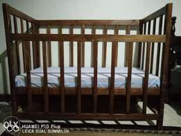 Baby cot with guard rails