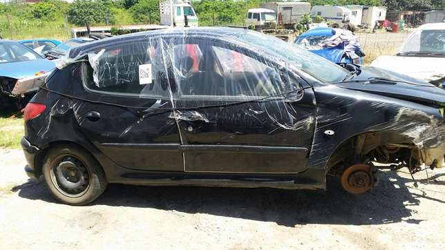 Peugeot 206 1.4 2004 model stripping for spares Phoenix - image 4