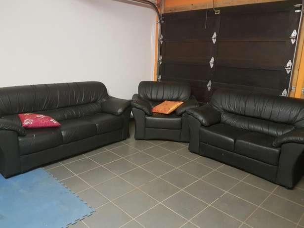 Leather couches Krugersdorp - image 1