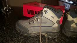Wolverine hunting or hiking shoes size 6 unisex