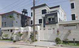 Brand new and Luxuriously finished 5 bedroom Detached House in Lekki