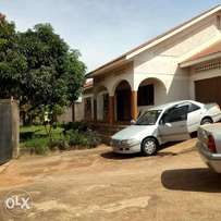 Executive four bedroom stand alone house for rent in kiwatule at 1.5m