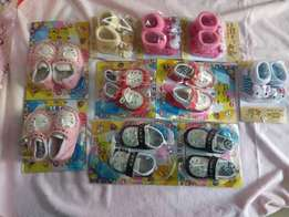 Baby shoes, for new borns to 6 months, colours pink, black. We deliver