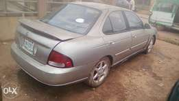 Nissan Sentra, with sound engine and gear,call and carry