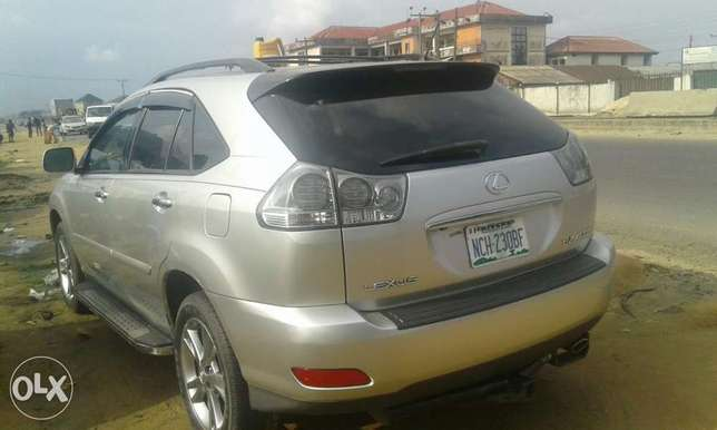 Neatly used lexus rx 4oo h for sale Port Harcourt - image 4