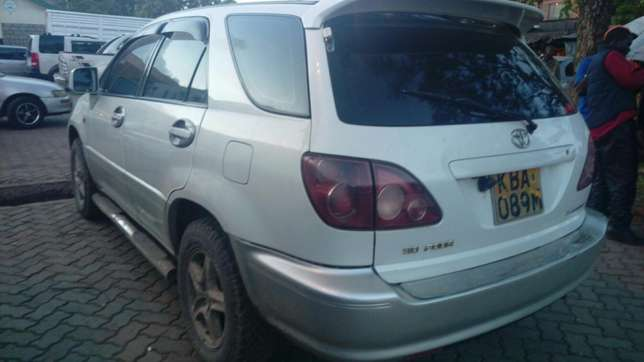 Toyota Harrier very clean inside & out accident free original paint Parklands - image 4