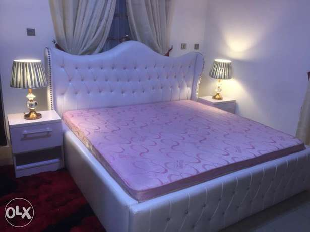 Leather padded bed with full accessories Abuja - image 1