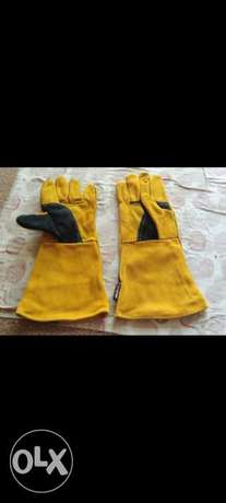 Double palm welding gloves.