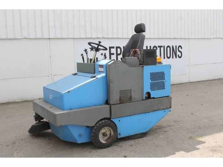 GST  Electrische Veegmachine