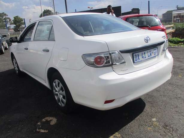 Toyota corolla quest 1.6 plus, 5-Doors, Factory A/c, C/d Player. Johannesburg CBD - image 3